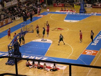Reglamento baloncesto deportes for Balon fuera de juego