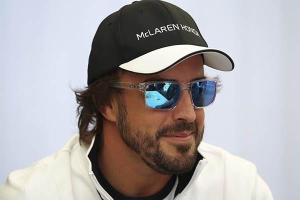 Ron Dennis confirma que Fernando Alonso correrá en McLaren en 2016